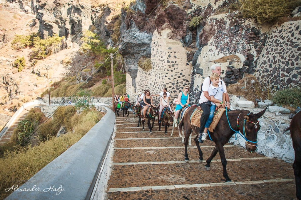 How to get from Santorini cruise port to Oia