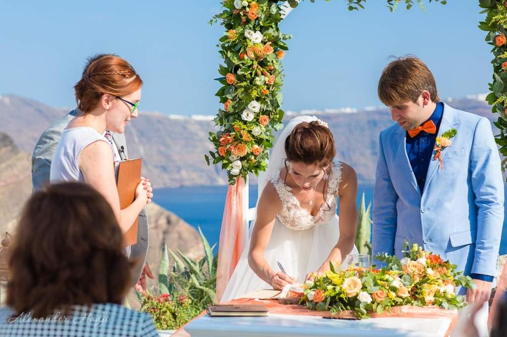 Santorini wedding photographer ceremony