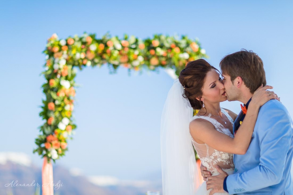 Santorini wedding ceremony photo shoot