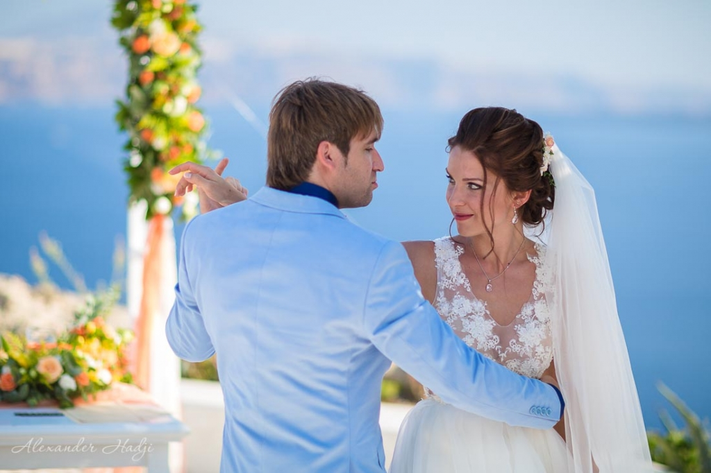 Santorini wedding dance