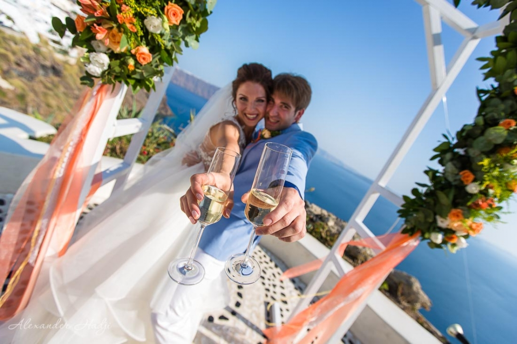 Santorini wedding ceremony champaign