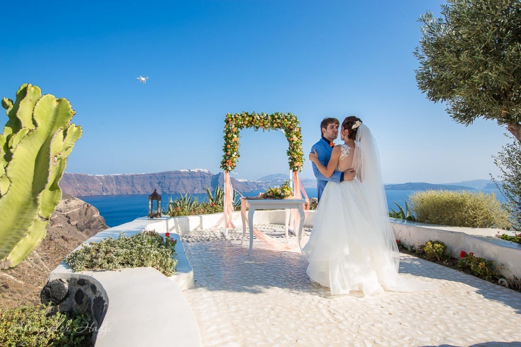Santorini wedding photo shoot first dance