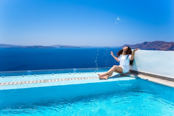 Santorini hotels with pools