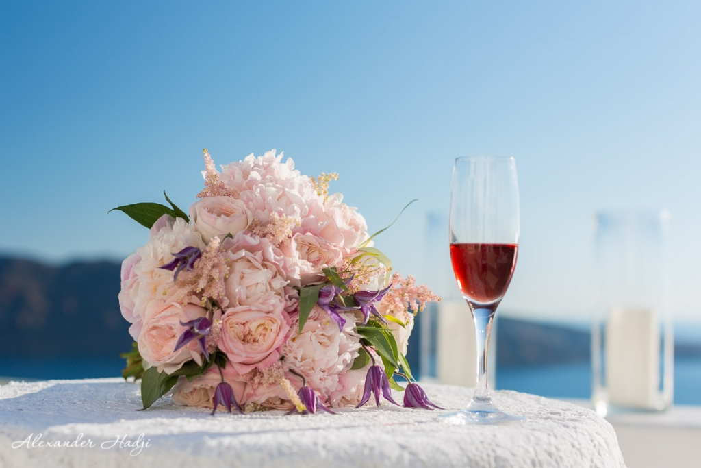 Santorini wedding photoshoot bridal bouquet