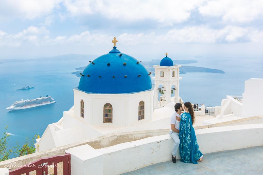 Santorini pre-wedding photographer