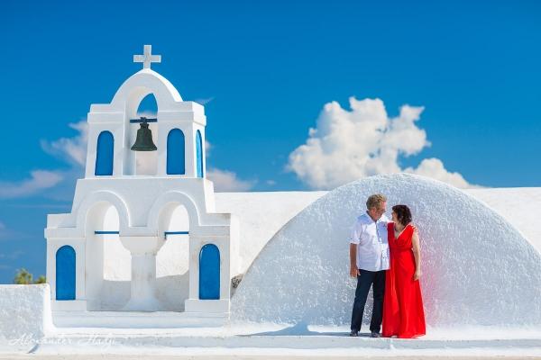 Santorini anniversary photoshoot